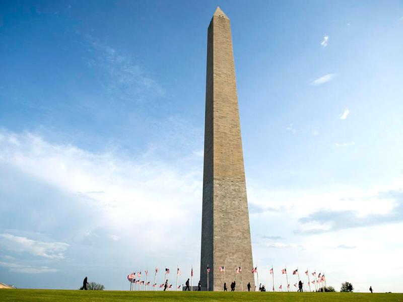 O gigantesco obelisco em homenagem ao primeiro presidente dos Estados Unidos.