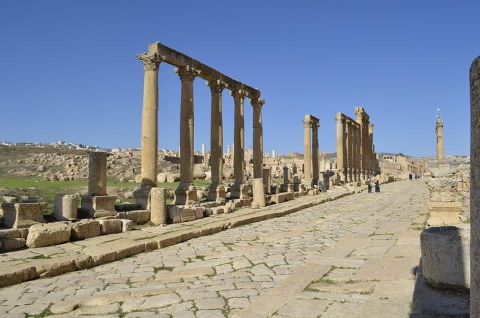 Jerash, situado 48 quilómetros ao norte de Amman, é considerado um dos maiores e mais bem preservados lugares da cultura romana no mundo, fora da Italia.