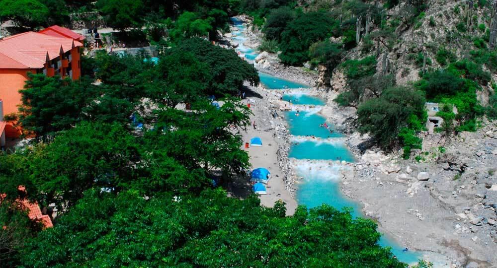 Grutas de tolantongo tem piscinas naturais de guas termais for Balneario de fortuna precios piscina