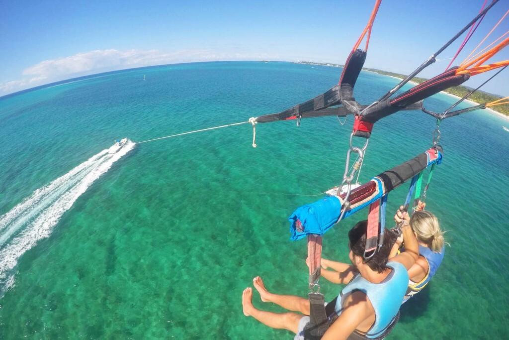 Parasailing em 7 Mile Beach, em Negril - Jamaica