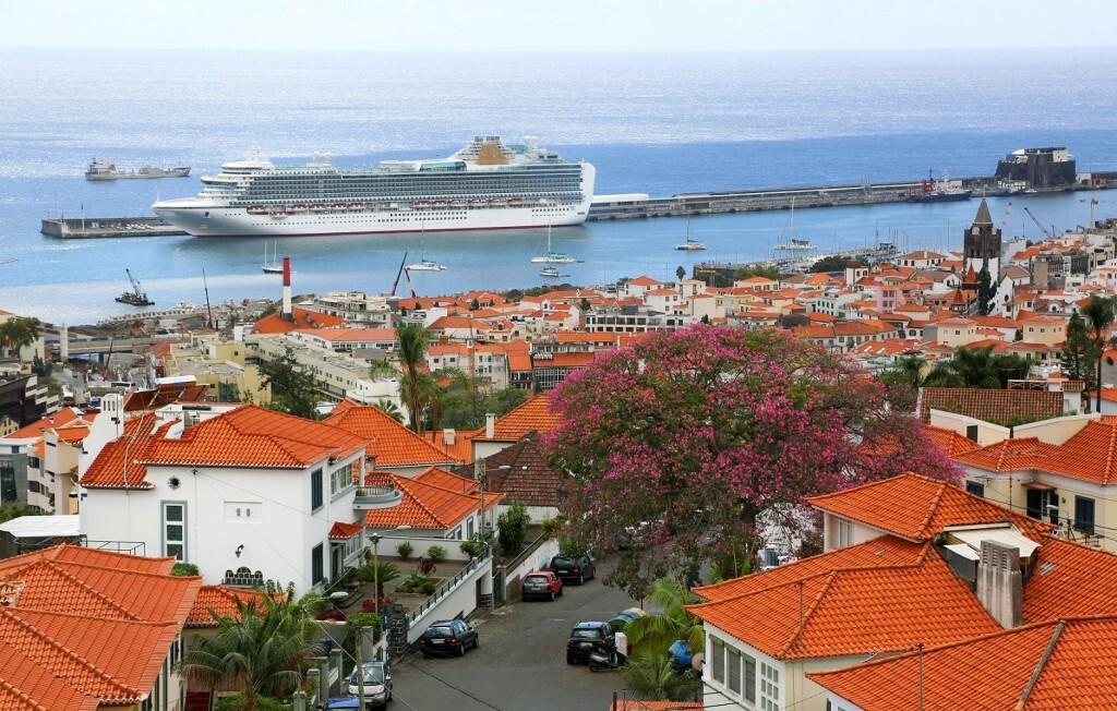 Navios cruzeiros em Funchal