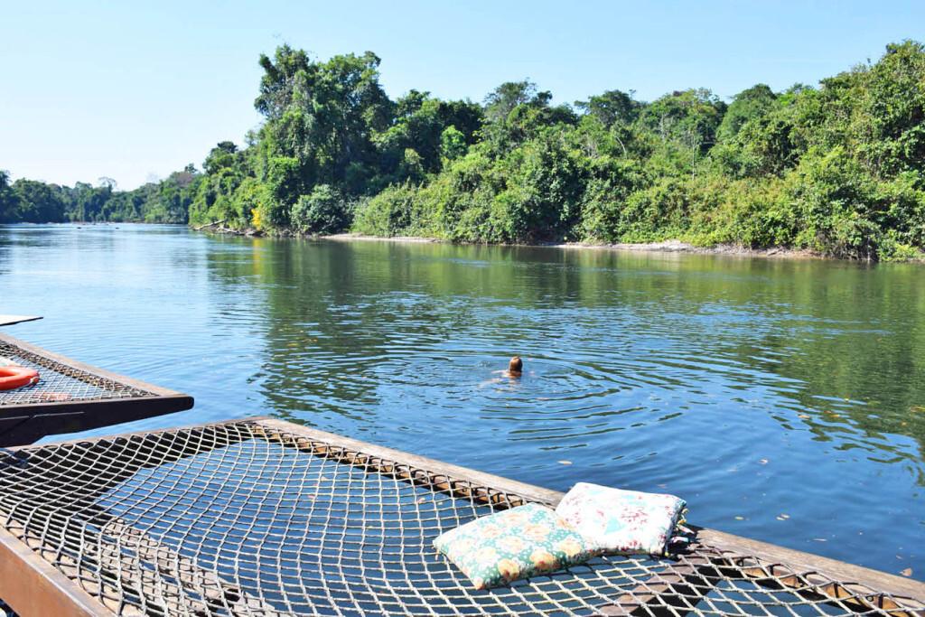 Nadando no Rio Cristalino, na Floresta Amazônica