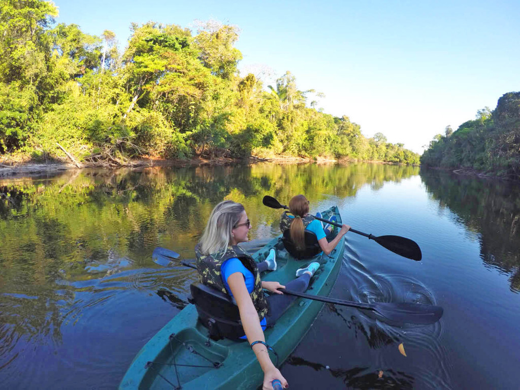 Descendo o Rio Cristalino, na Amazônia, de caiaque