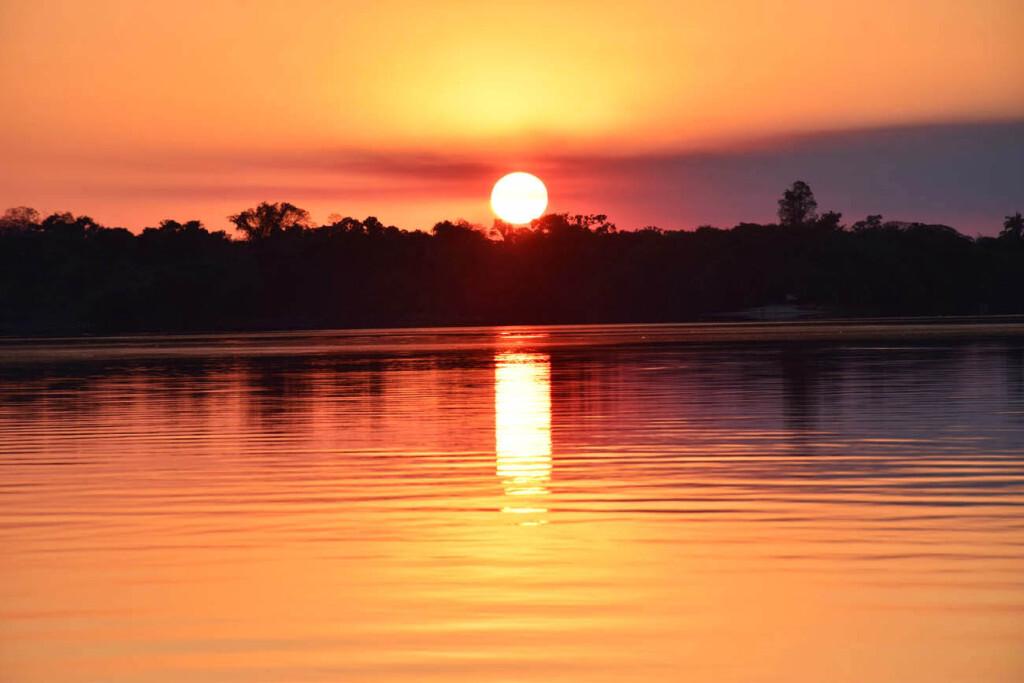 Pôr do sol no Rio Teles Pires, no Sul da Floresta Amazônica
