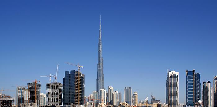 Burj Khalifa se destaca no horizonte de Dubai