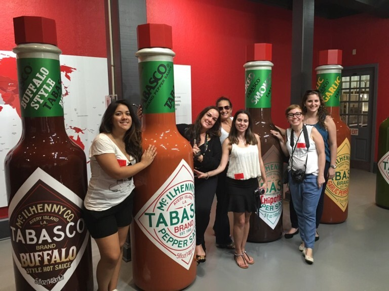 As amigas na fábrica da Tabasco