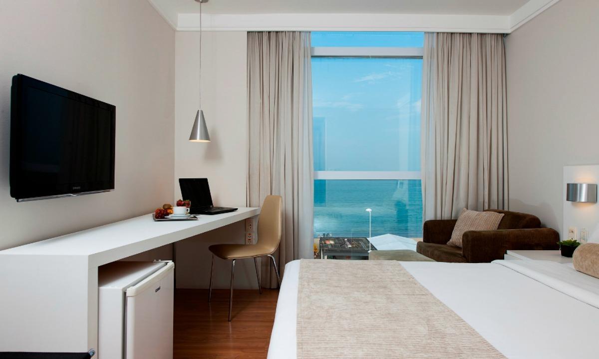 Interior de um dos quartos do Intercity Pier Vitoria Hotel