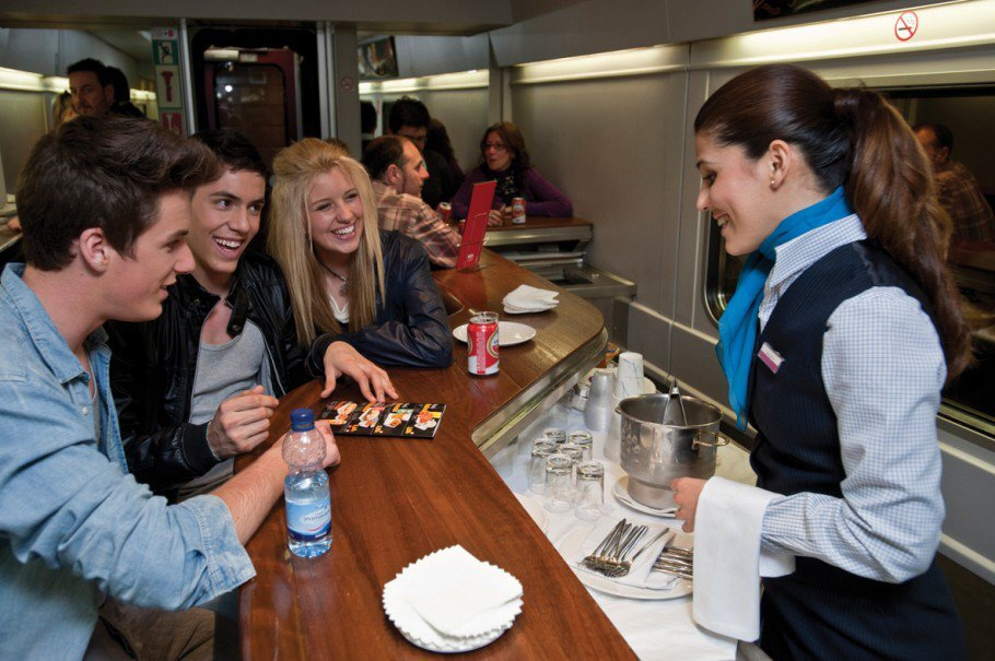 Vagão bar no trem Elipsos que faz o itinerário França-Espanha