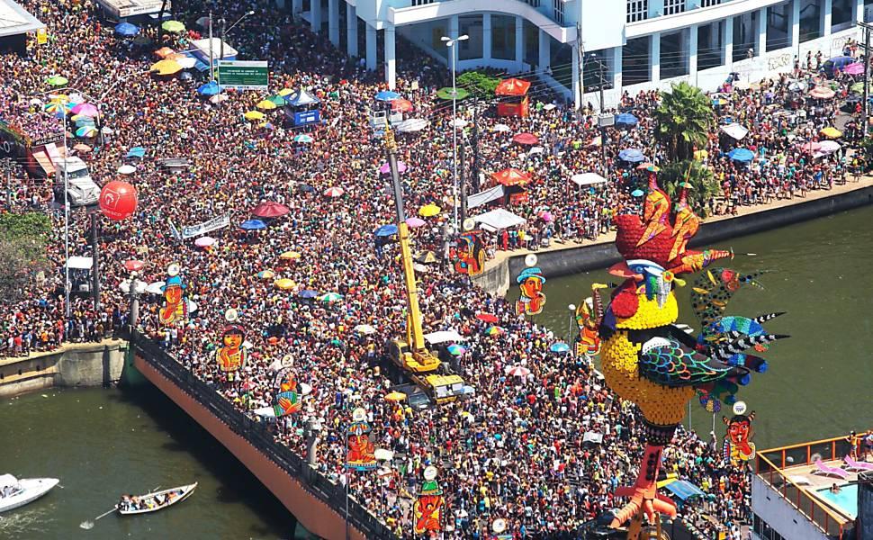 Vista aérea do desfile do Galo da Madrugada