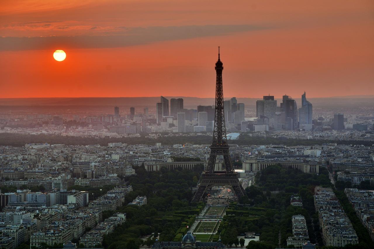 paris-843229_1280