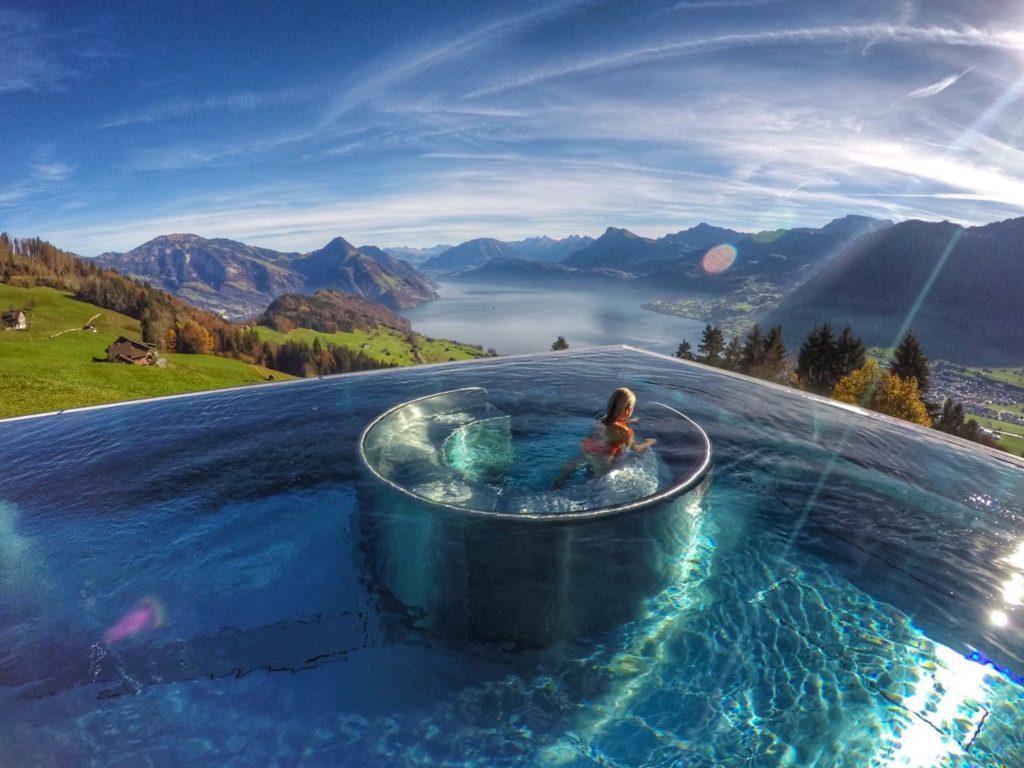 Piscina do Hotel Villa Honegg, com vista para os Alpes Suíços e para o Lago Lucerna