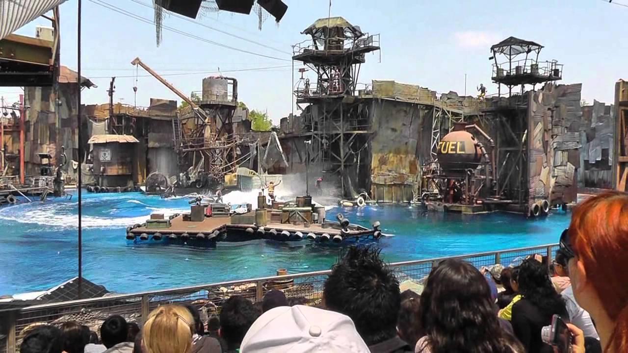 """Reprodução de cena do filme """"Waterworld"""", no Universal Studios em Los Angeles"""