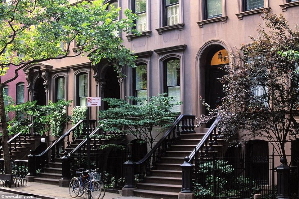 Apartamento em West Village onde morava Carrie Bradshaw, personagem de Sarah Jessica Parker na série