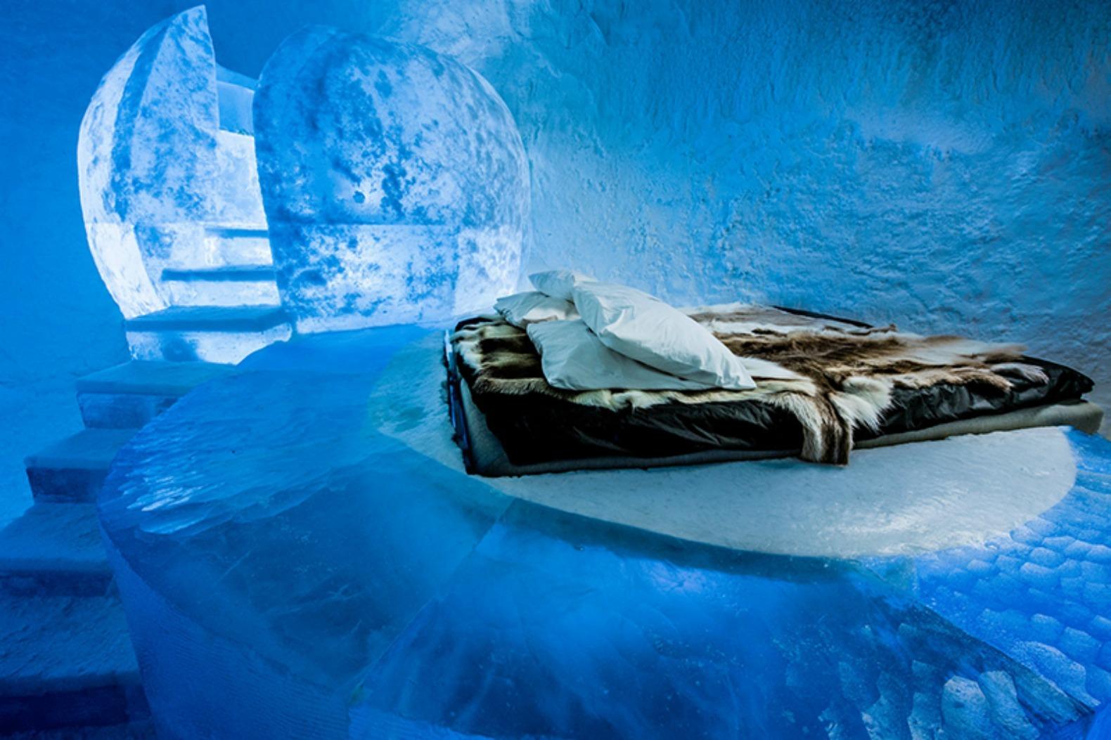 Suíte do Icehotel365 tem paredes e 'móveis' feitos com as águas do rio Torne