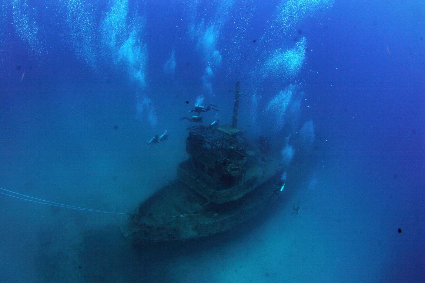 Mergulho autônomo permite explorar navios afundados a mais de 32 metros de profundidade