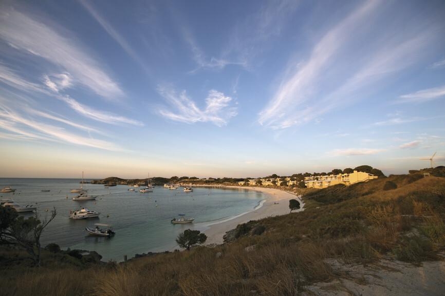 perth-geordie_bay_rottnest_island-credit_tourism_australia