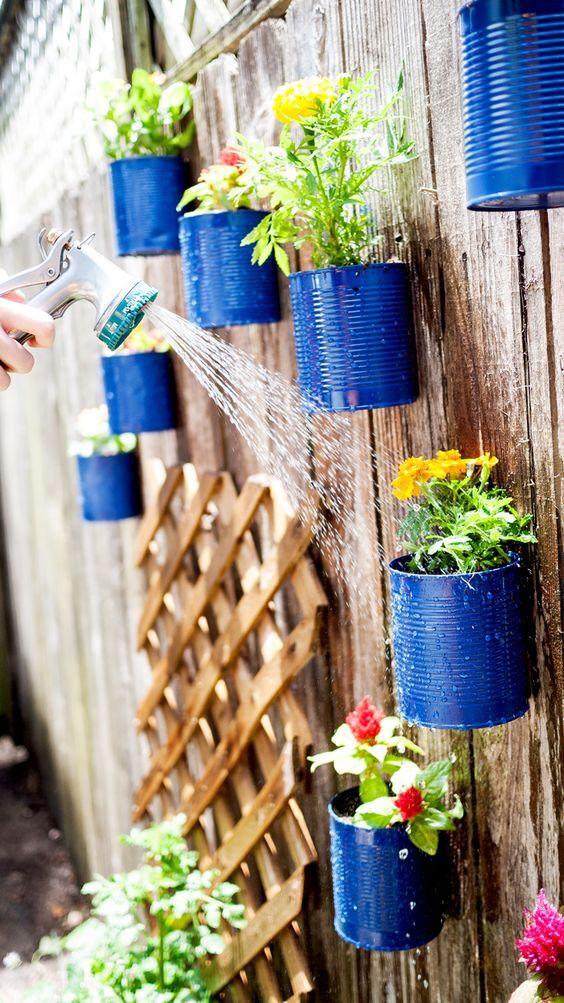 jardim vertical latas:ideias para montar um jardim vertical com pouco dinheiro