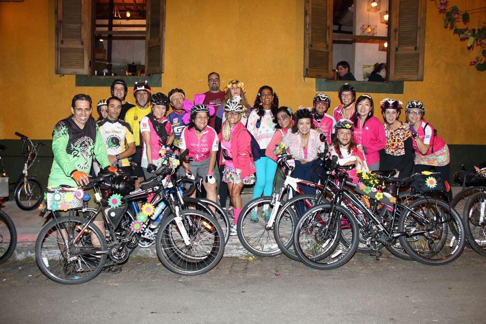 Coletivo feminino Saia na Noite que pedala à noite em São Paulo
