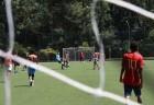 Homens jogando futebol Soçaite