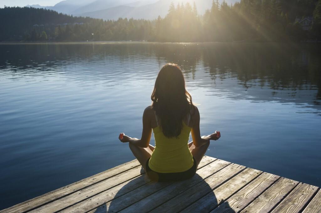 Alguns aplicativos ajudam na prática da meditação que quando feita frequentemente traz benefícios à saúde