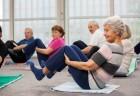 Idosos praticando atividade física