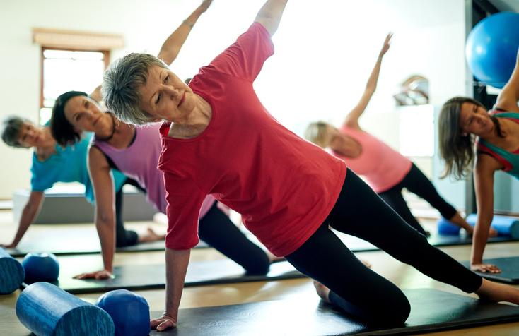 Exercícios que melhoram a flexibilidade e proporcionam o relaxamento são oferecidos gratuitamente no Sesc