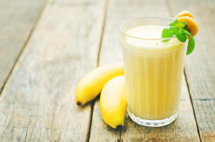 Vitamina de banana, mel e bebida a base de soja é ideal para intolerantes a lactose ingerirem antes do treino