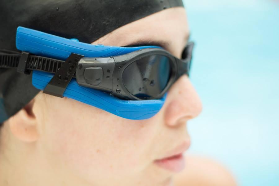 5053f6006 Empresa libanesa lança óculos de natação inteligente