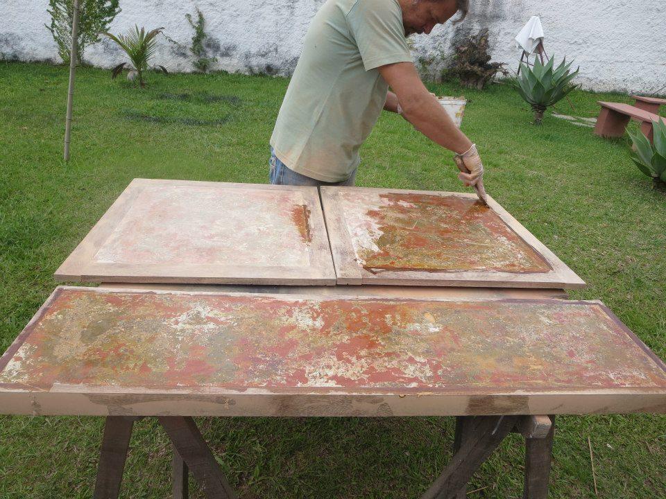 Sacos de cimento vazios são reaproveitados na produção de móveis