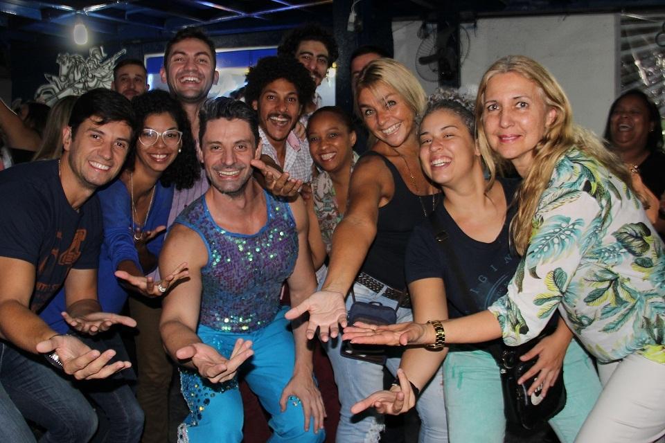 Grupo de surdos na quadra da Acadêmicos do Tatuapé