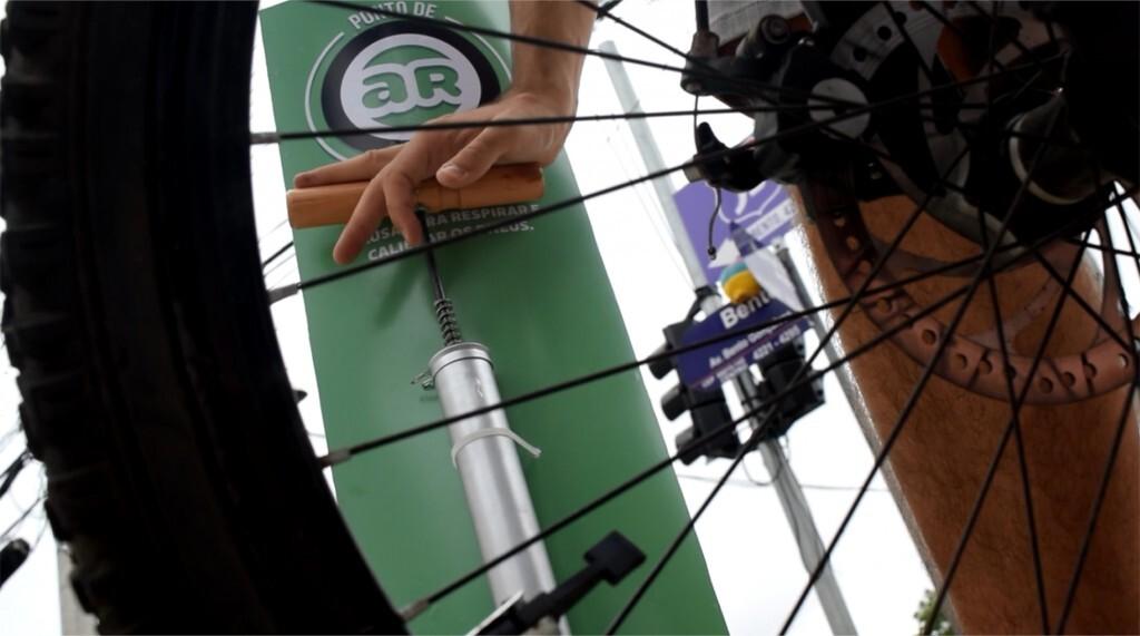 Calibrador de pneu é instalado em ciclovia de Pelotas (RS)