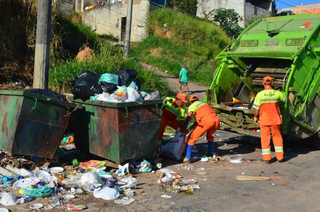 Equipe de coleta durante mutirão realizado na comunidade do Morro Doce