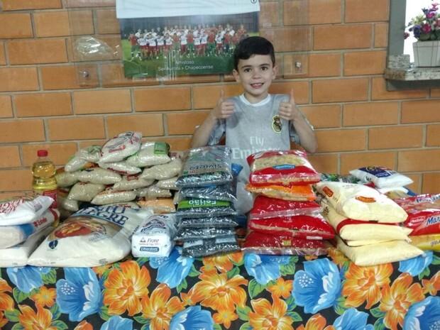 Leonardo Zuanazzi arrecadou alimentos não-perecíveis na festa de aniversário