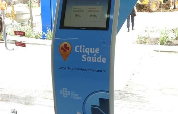 Totem de atendimento instalado em UBS de Pelotas, para quem não tem acesso à internet