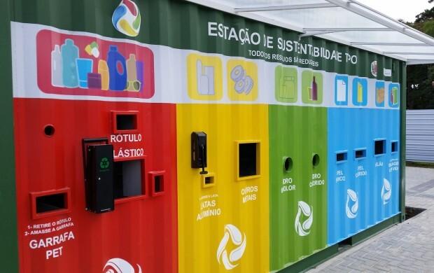 Uns dos containers instalados pela Prefeitura de Curtiba para coletar  lixo reciclável