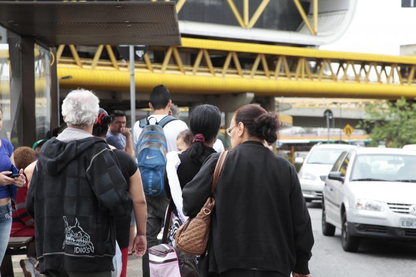 Onibus-parados-no-terminal-Sacoma-em-Sao-Paulo-Foto-Oswaldo-Corneti-Fotos-Publicas_201411050007-850x566