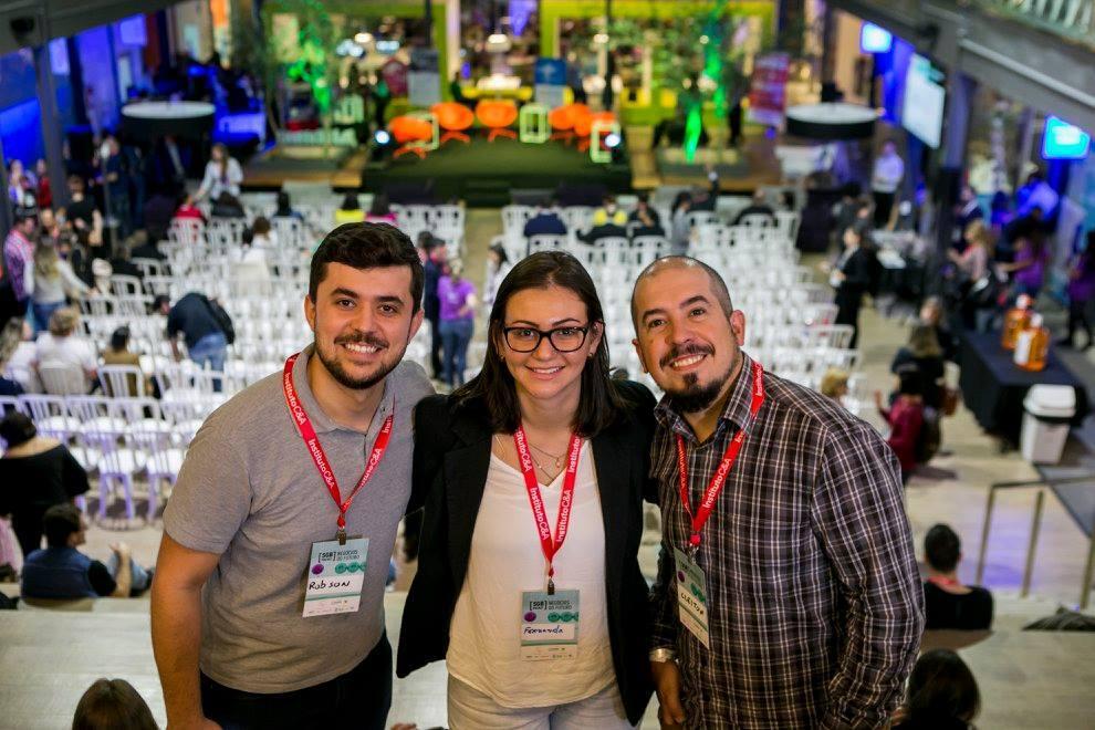 Os criadores da plataforma Surdo para Surdo, Robson Mafra, Fernanda Martins e Cleiton Mafra