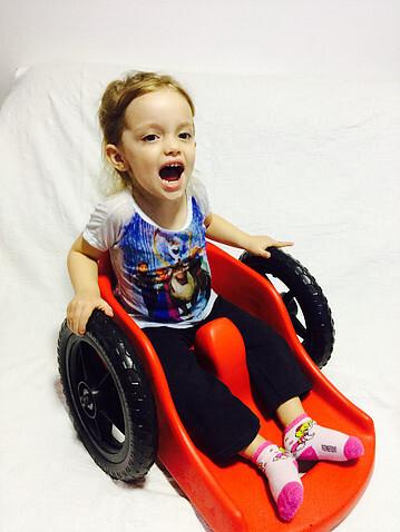 Ana Paula naFly Children, cadeira de 8,5 kg para crianças de um a quatro anos com mobilidade reduzida