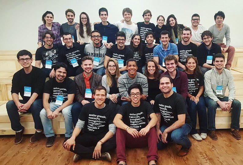 Bolsistas selecionados em 2016 durante curso da Fundação Estudar