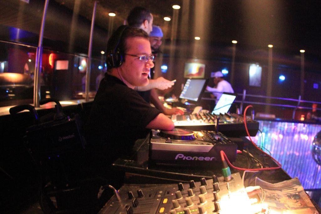 O autor, que também atua como DJ