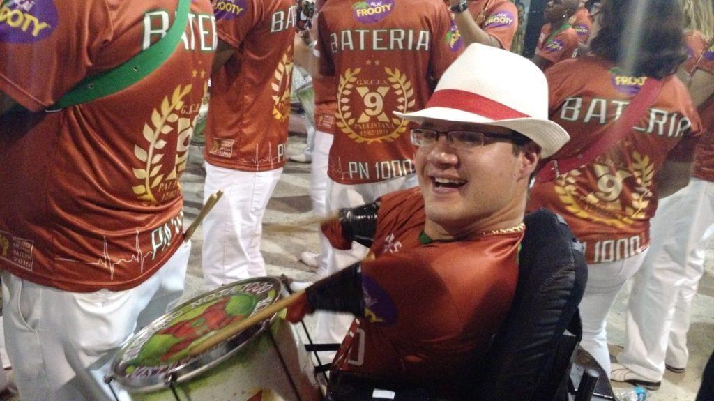 Marcos na bateria da escola de samba X-9 Paulistana