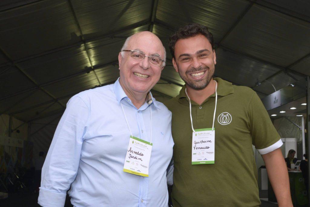 Arnaldo Jardim (à esquerda), Secretário de Agricultura e Abastecimento do Estado de São Paulo, Guilherme Ferraudo, um dos fundadores do YouAgro