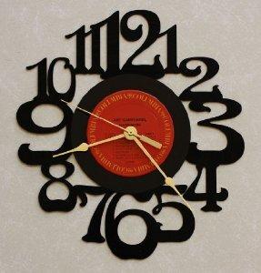 Confira uma seleção de discos transformados em relógios de parede  70ca4df2fb