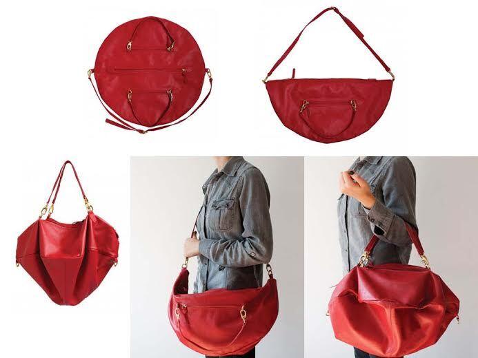 Com inspiração no corpo celeste, o nome da bolsa já diz muito sobre ela: uma  circunferência plana, que pode ser facilmente guardada em casa ou numa mala de viagem sem ocupar espaço.