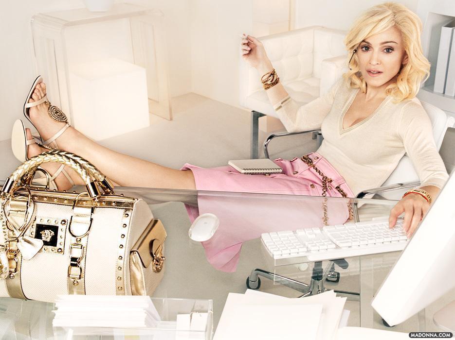 Madonna-Versace-Campaign-madonna-19708489-935-700