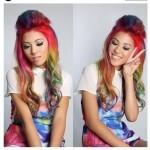 Os fios coloridos têm sido adotados por muitas jovens pelas redes sociais