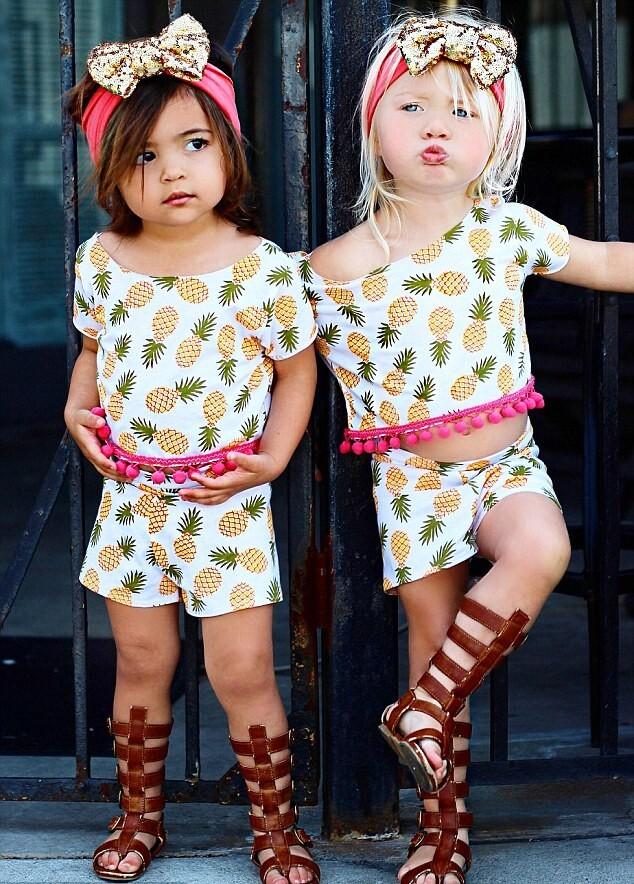 meninas de apenas dois anos fazem sucesso mostrando looks