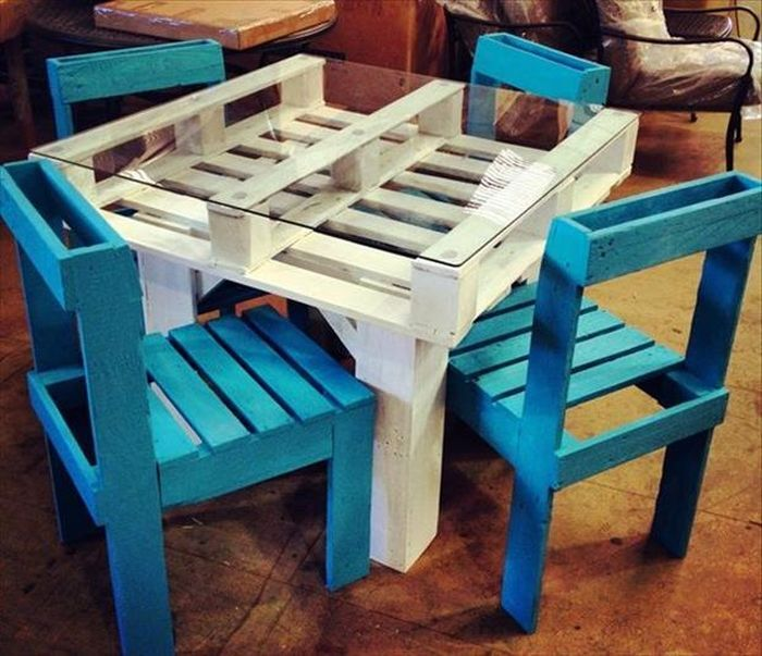 DIY Outdoor Furniture Tables Made From Pallets