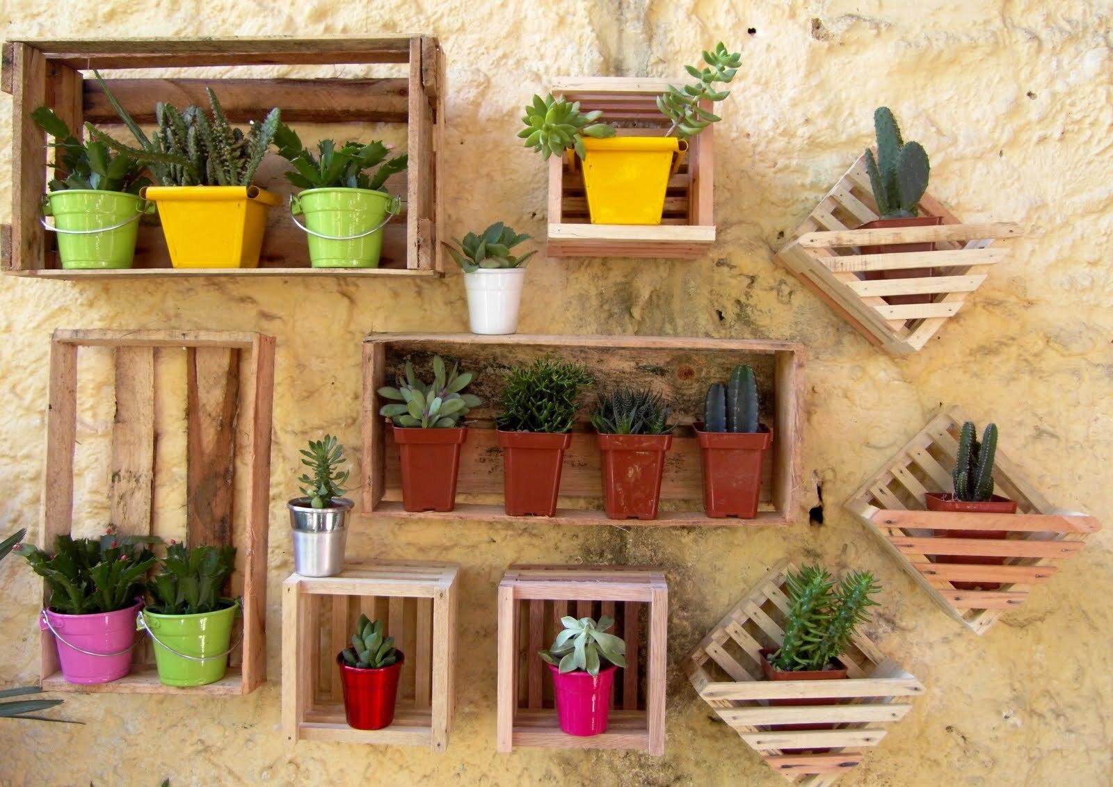 Caixotes de feira podem ser usados na decoração com estilo e bom  #C6A005 1600x1132 Banheiro Com Jardim Vertical